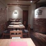Luce - 店内テーブル席の様子