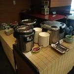 レストラン 彩巴 - ご飯、味噌汁、漬物、カレーコーナー