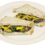 岡山珈琲館 - 料理写真:塩ダレで仕上げした、焼き野菜のサンド
