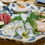 たつ郎寿司 - 料理写真:刺身をお好みでいろいろ