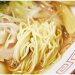 中華そば 向日葵 - 滑らかな口当たりの麺。