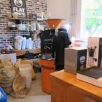 フラットホワイトコーヒーファクトリー - 焙煎作業場