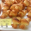 アイヅチ - 料理写真:両端は何て呼ぶのかな。伊勢海老の尾みたく特徴的なクロワッサン185円(税別)。12センチ。国産小麦粉、自家製レーズン酵母、きび砂糖、発酵バター。