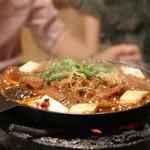 太田なわのれん - 料理写真:ぶつ切り牛鍋