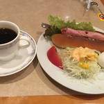 アポロ - 料理写真:モーニングセットのベーコンドッグ
