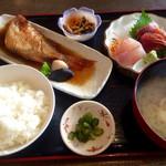 大洗 お魚食堂 - 魚河岸煮魚刺身御膳1480円