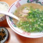 西谷家 - 小ラーメン(¥400)とAセット(¥300)の白飯。こちらのラーメンは柔麺にした方が小麦特有の旨みが感じられると感じています。