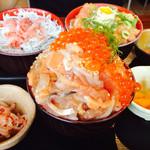 54841275 - 漁師の三色丼