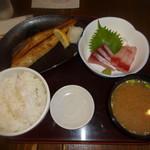 山傳丸 - 焼魚定食(980円)