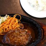 レストラン サム - ナポリタンと炒め野菜がついています。