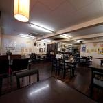 レストラン サム - 店内は静かに音楽が流れています。