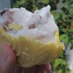 平工アイスクリーム店 - アズキクリームモナカを割ってみた
