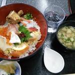 よしうみいきいき館 - 海鮮丼 1,240円