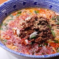 老舗製麺所の麺を使用◎自慢の担々麺