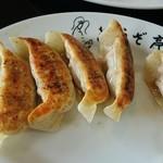 ぎょうざ亭 - 餃子(肉味噌)