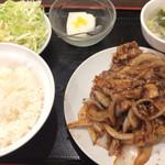 鴻福餃子王 - 生姜焼肉 680円