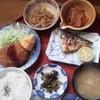 大名 - 料理写真:ある日のランチ-4 小鉢2つに、メンチカツ、焼き鯖、添えられている、柿と柚子が憎いね。