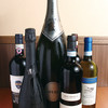 イタリアンバル ポルテラ - ドリンク写真:(株)ヴィナリウス社より仕入の完全温度管理のワイン