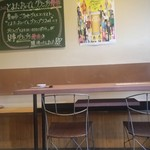 駅前食堂 だいこっく - 店内のテーブル席の様子