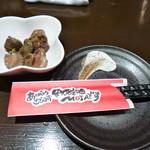 焼鳥とワイン MOJAⅢ世 - 料理写真:お通しは砂肝かな?