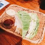 串天ぷら 段々屋 - お通しキャベツ