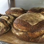 風土火水 - 料理写真:「十勝」という名前のパン・オ・ルヴァン。十勝の有機小麦と小麦から起こした酵母(ルヴァン)、そして塩だけでつくっています。生産地の力強さを感じられるパンです。