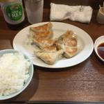 黄楊 - 料理写真:ぎょうざとライス(小)