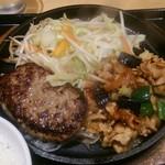 根本商店 - メイン皿:ふわふわハンバーグと豚カルビの夏野菜スタミナ炒め