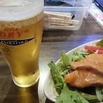 54929592 - 極エキストラゴールド「スーパードライ」(380円)「サーモンカルパッチョ」(680円)(2016年8月)