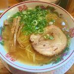 54931836 - 金醤油ラーメン(細麺・670円税込)