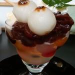 PAO - みつ豆とバニラアイスのパフェ あずきとお団子のせ