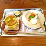 ボートン - カモミールハーブティー×チーズケーキ