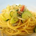 バダローネ - 夏野菜とシラスのペペロンチーノ!