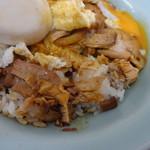 重松飯店 - 料理写真:目玉焼きの下には焼豚