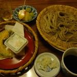 武井旅館 - 戸隠名物、戸隠蕎麦です。デザートは旬の果物、桃&マスカット♡これだけ食べればどんな人も満足でしょう!