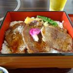 近江肉せんなり亭 伽羅 - 料理写真:フィレステーキ重4180円