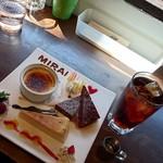 MIRAI restaurant&cafe - クレームブリュレ、ベイクドチーズケーキ、スティックショコラ、アールグレイ【ice & ガムシロップのみ】(パスタランチのスイーツセット+ドリンクセット)