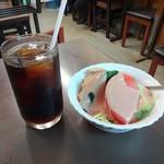 センリ軒 - 料理写真:スペシャルセットのアイスコーヒーとサラダ