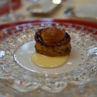 ラ・グランターブル ドゥ キタムラ - 料理写真:お口取:イカを詰めたパイ