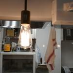 おにやんま - 店内:ランプ