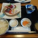 新生 - お刺身定食(2100円)