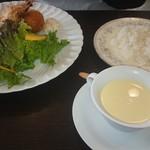 菜 - 料理写真:天使の海老フライと北あかりのコロッケ鎌倉野菜サラダ添えとコーンープ