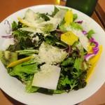 ワイン食堂 ホオバール - サラダ…ランチタイムなのに多くてびっくり