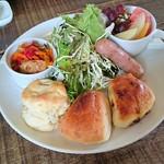 Cafe-nee - ブランチセット(スコーン、パン2種、デリ、サラダ、ハーブソーセージ、フルーツ)