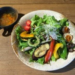 ころも農園 - 川口さんのビタミンサラダうどん(野菜スープ付)税込1350円