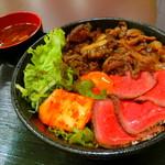 肉タレ屋 - 料理写真:甘辛焼きすきとローストビーフの味わい丼