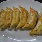 香蘭 - ○焼餃子 6個250円 揚げ餃子に近い焼き加減