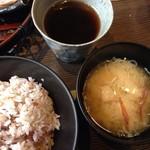 55108113 - お味噌汁・雑穀米・ウーロン茶