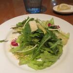 ミシェル - サラダは葉野菜を使ったサラダ、いかにもイタリア料理店みたいなサラダですね。
