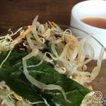 ニクータ - サラダはビュッフェスタイル